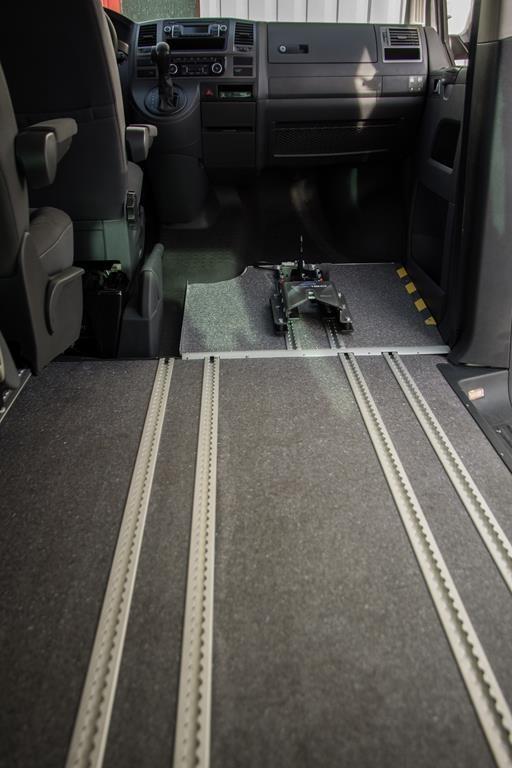 Rollstuhlhaltesystem. Volkswagen Caravelle.