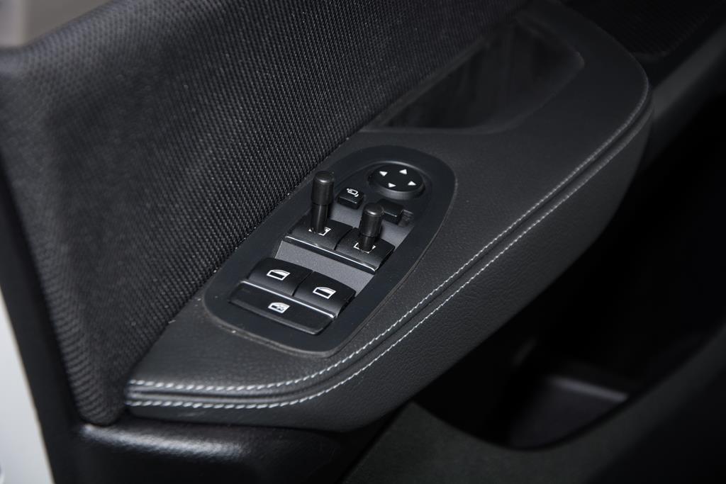 Fensterschalter verlängert für bessere Bedienbarkeit und Handling während der Fahrt.