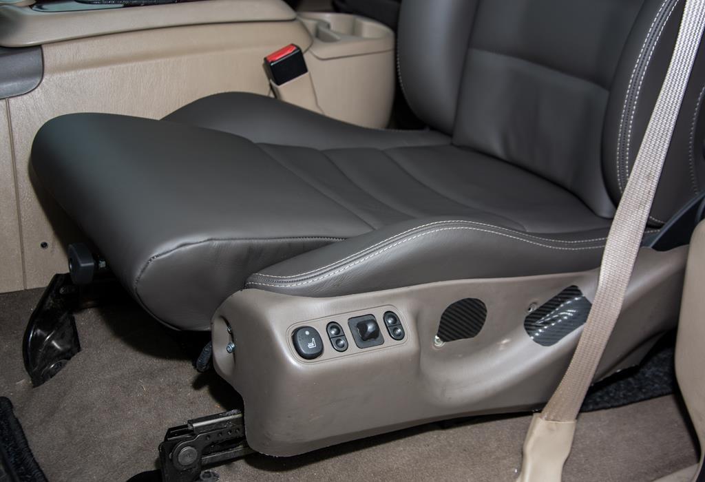 Greiner Fahrersitz im Ford Excursion.