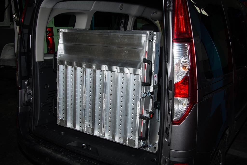 Renault Kangoo mit 3 teiliger Aluminium Klapprampe