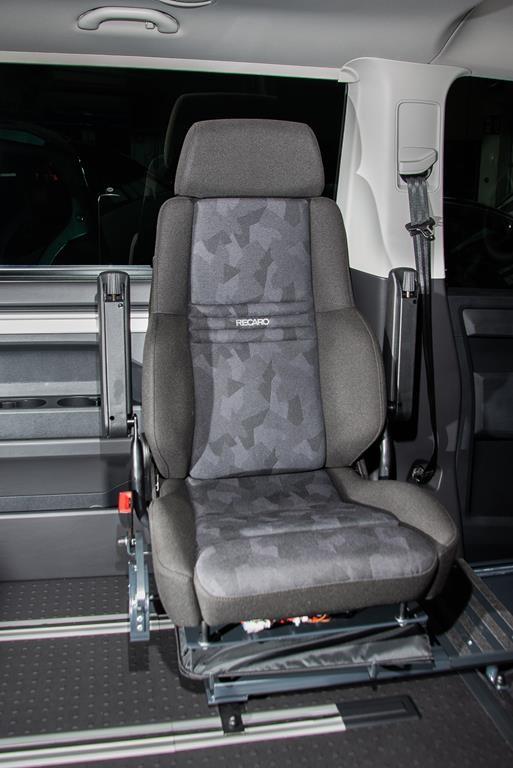 Schwenkbarer Fahrersitz im Volkswagen T6 Multivan.