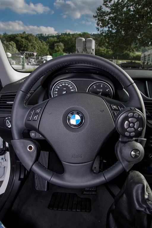 Lodgesons Funkfernbedienung und Lenkradknauf. BMW X1.