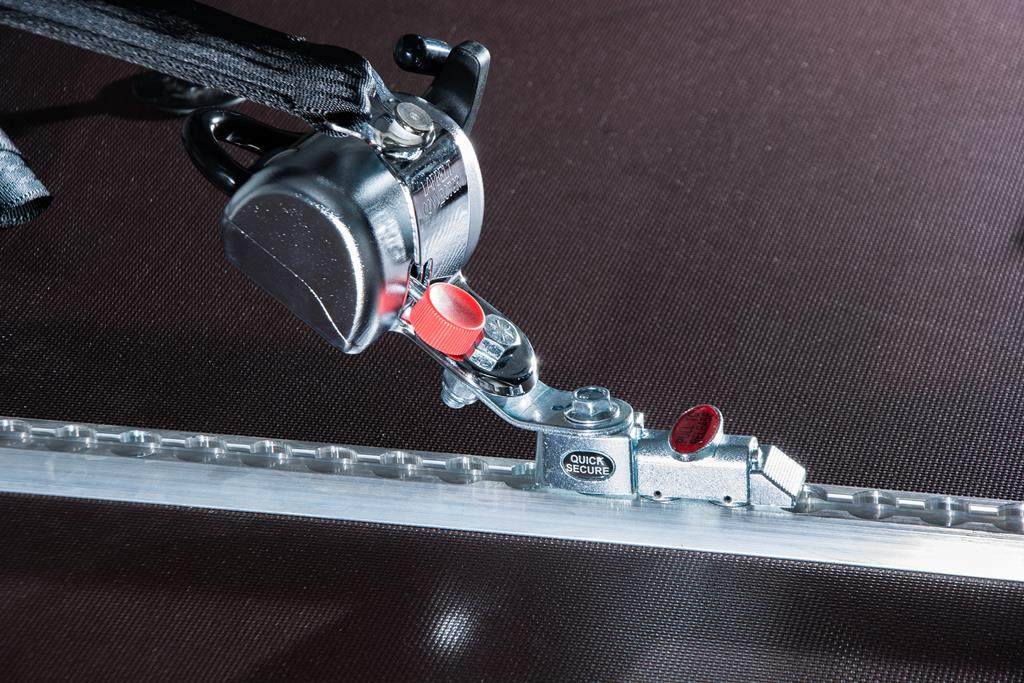 Rollstuhlhaltesystem. Spannretraktor mit S-Haken.