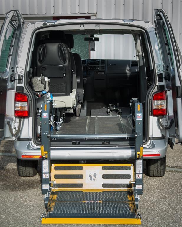 Linearlift. 350 Kg Tragfähigkeit, zwei Hubarme für Stabilität und Sicherheit.