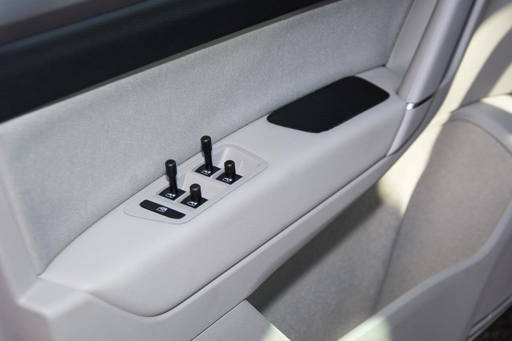 Volkswagen Golf Sportsvan mit verlängerten Fensterschalter.