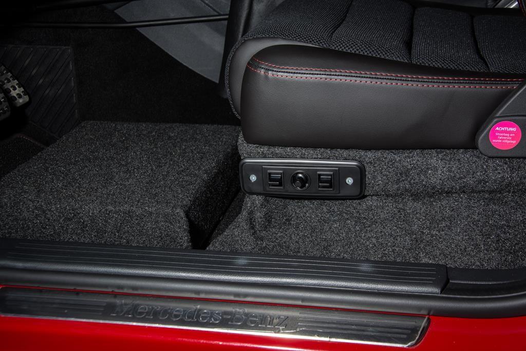 Elektrisch verstellbarer Sportsitz von paramobil in der Mercedes A-Klasse.