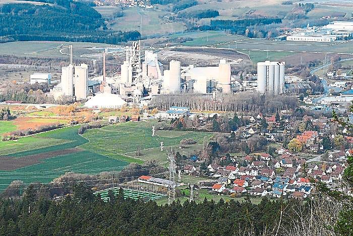 Verfügt nach Ansicht des Verwaltungsgericht über moderne Anlagen: das Zementwerk in Dotternhausen. Foto: Visel Foto: Schwarzwälder Bote