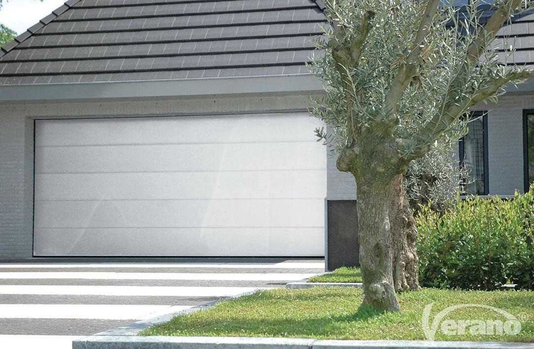 Garagedeur met panelen
