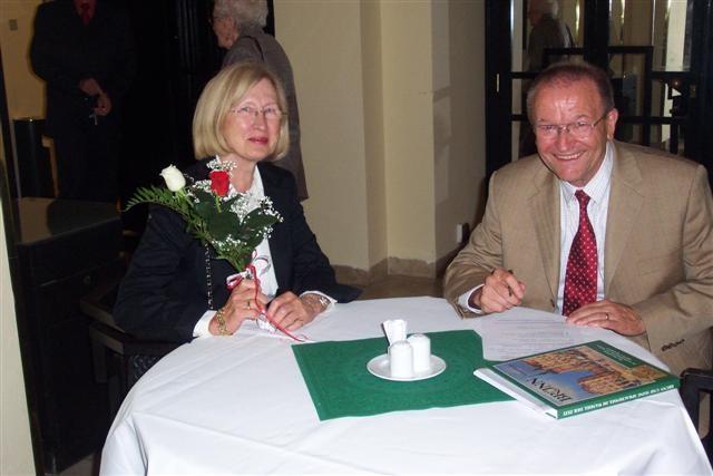 """Dr. Martin Bachstein mit Ehefrau. Dr. Bachstein berichtete über """"Reform oder Stillstand"""" - Die Brünner deutsche Sozialdemokratie"""