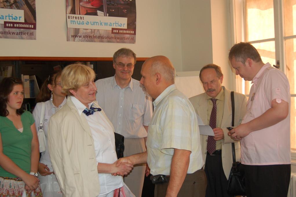 Dr. Mojmír Jeřábek empfängt die Gruppe und informiert über die Stadt  und ihre internationalen Beziehungen