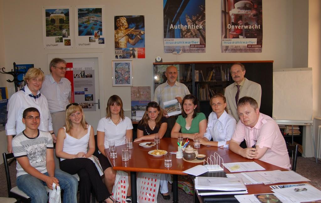 Die Jugendlichen aus Schwäbisch Gmünd werden durch den Direktor des Auslandsreferats der Stadt Brünn empfangen