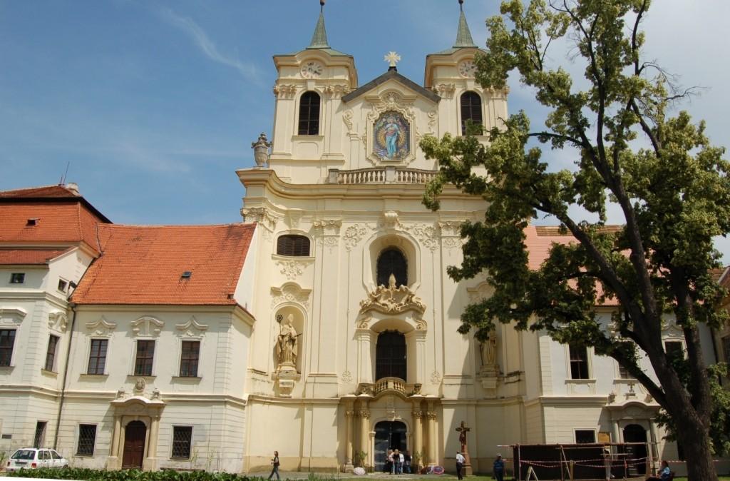 Danach fahren wir nach Kloster Raigern