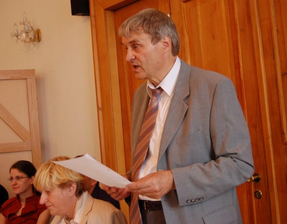 Dipl.-Ing. Markwart Lindenthal liest das Grußwort des erkrankten Bundesvorsitzenden, K.W.Ziegler vor