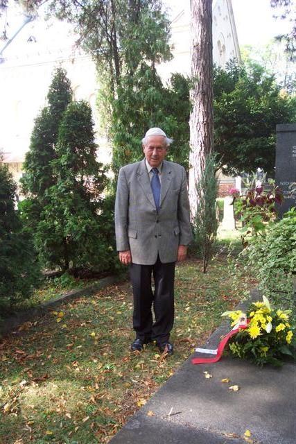 Der Bundesvorsitzende der BRUNA, Herr K.W. Ziegler,bei der 'Ehrenbezeugung für die Opfer des Holocausts