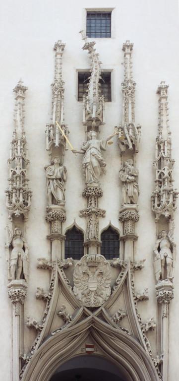 Portal Altes Rathaus in Brünn - unbezahlte REchnung oder eine Feinheit gotischer Baukunst von Anton Pilgram