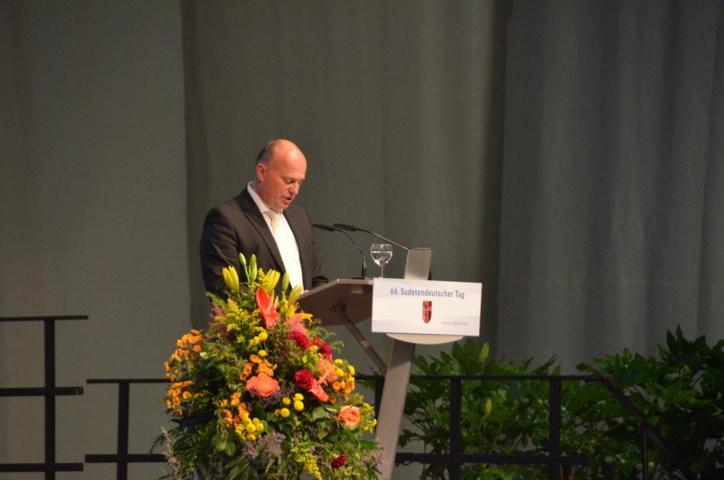 Hartmut Koschyk, der Bundesbeauftragte für Minderheiten eröffnet den Sudetendeutschen Tag