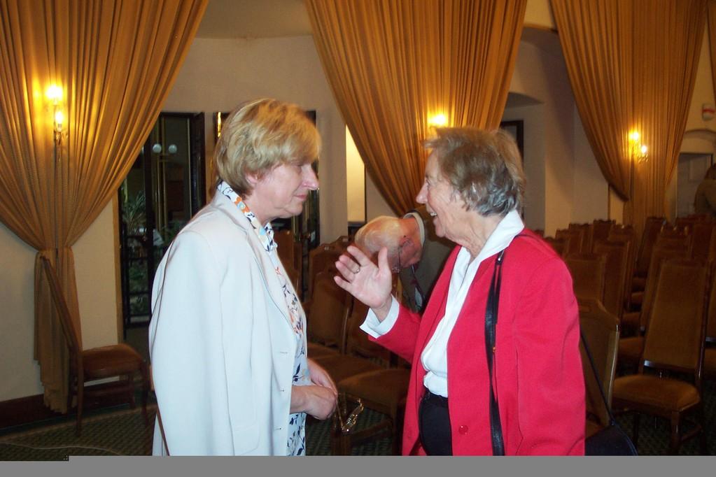 Frau Zakhari und Frau Neumayer