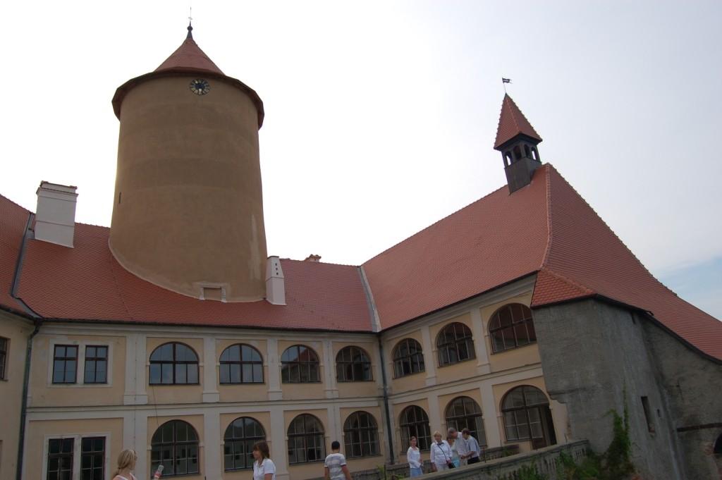 Der Innenhof des Schlosses mit Blick auf den Kantenturm