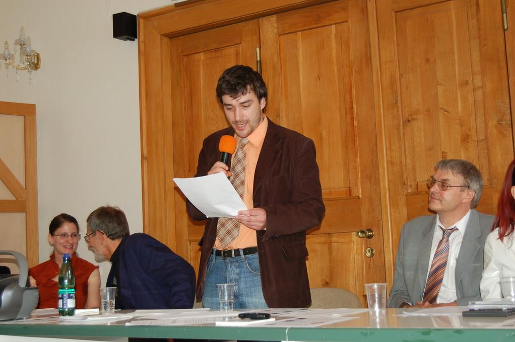 """Viktor Pantůček berichtet über die """"Neue akademische Vereinigung"""", eine Gruppe, die sich Ende des 19. Jhd. bildete und über Fritz Grünbaum, dem späteren Kabarettisten"""