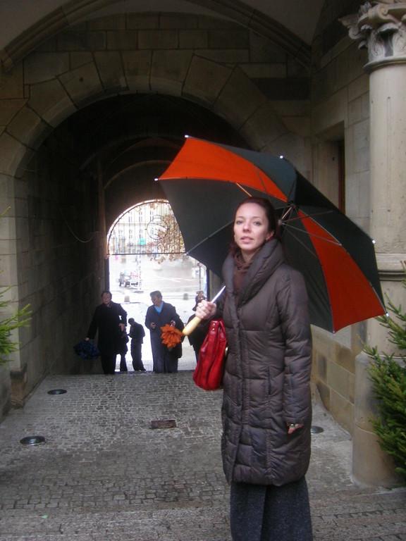 Als Dank für ihren Vortrag bekommt Frau Hnatova einen Wochenedeinblick in die Vorweihnachtszeit in Schwäbisch Gmünd und Stuttgart