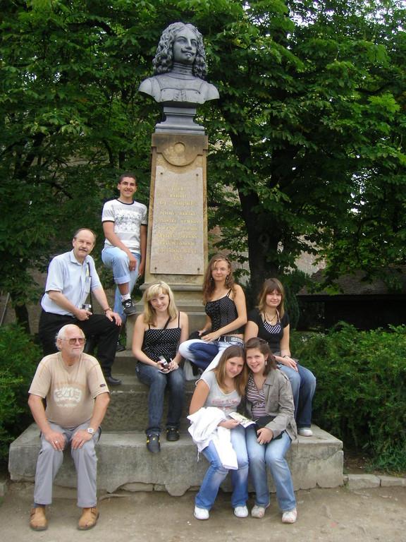 Eine Besichtigung der ehemaligen Festung mit dem Raduit de Souches Denkmal steht ebenfalls am Besichtigungsprogramm