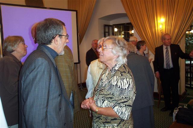 Professor Dr. Štědroň, Frau Klimesch im Gespräch