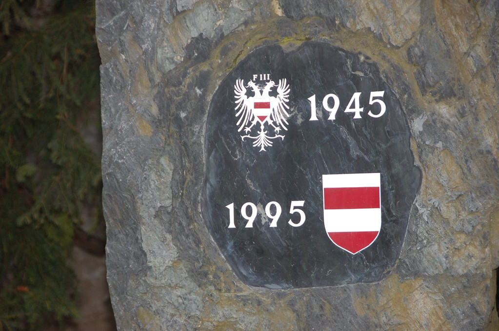 Denkmal an die Vertreibung der Deutschen aus Brünn im Mai 1945 im Garten des Augustinerstiftes am Mendelplatz