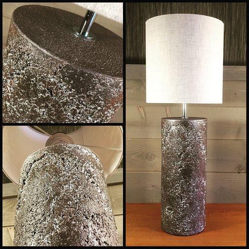 """Lampe """"Matière"""" - Béton teinté dans la masse - Hauteur abat-jour inclus 65 cm"""