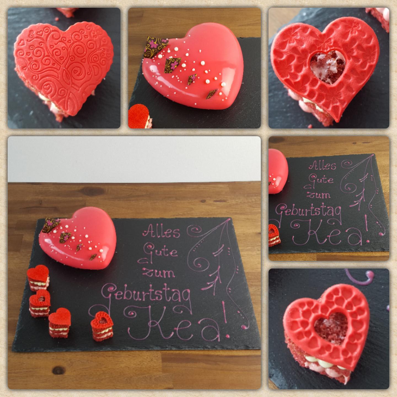 Plastisches Herz (550ml) als Geburtstagstorte mit kleinen herzförmigen Törtchen und Kuvertüre Zierschrift