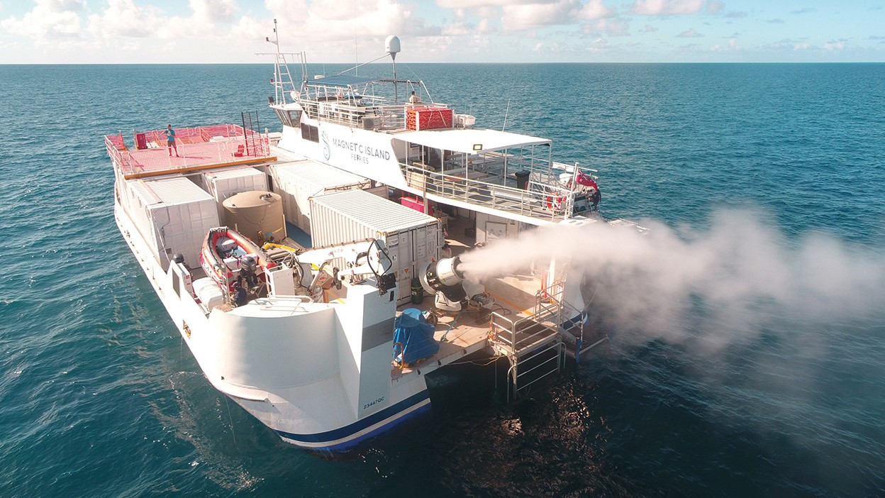 Le nuvole artificiali possono salvare la Grande Barriera Corallina?