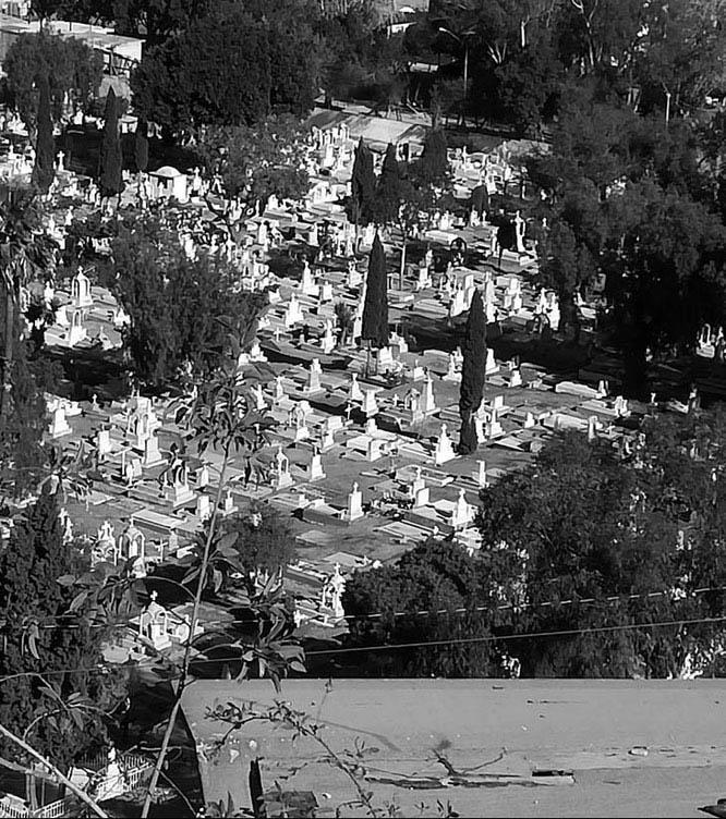 Cementerio al lado de la frontera