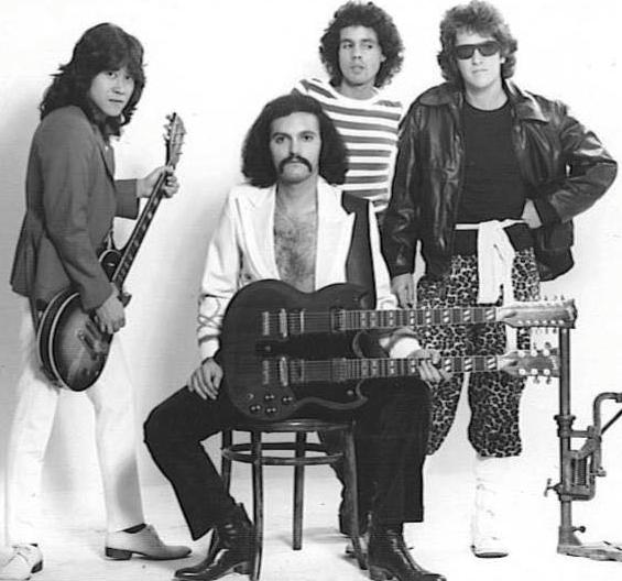 Crash (Randy Dowling, Ernie Becerra, Eduardo Acevedo, Augusto Martelo)