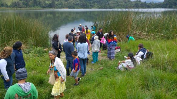 Rezo del agua. Laguna de Tenaguazá. Vía a Tena, Cundinamarca. Comunidad Kumyama