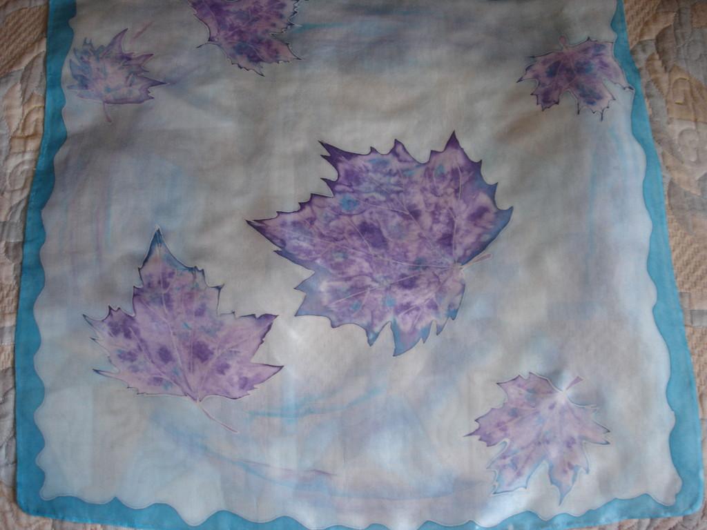 """Шейный платок """"Листья"""".55х55. Холодный батик, шелк"""
