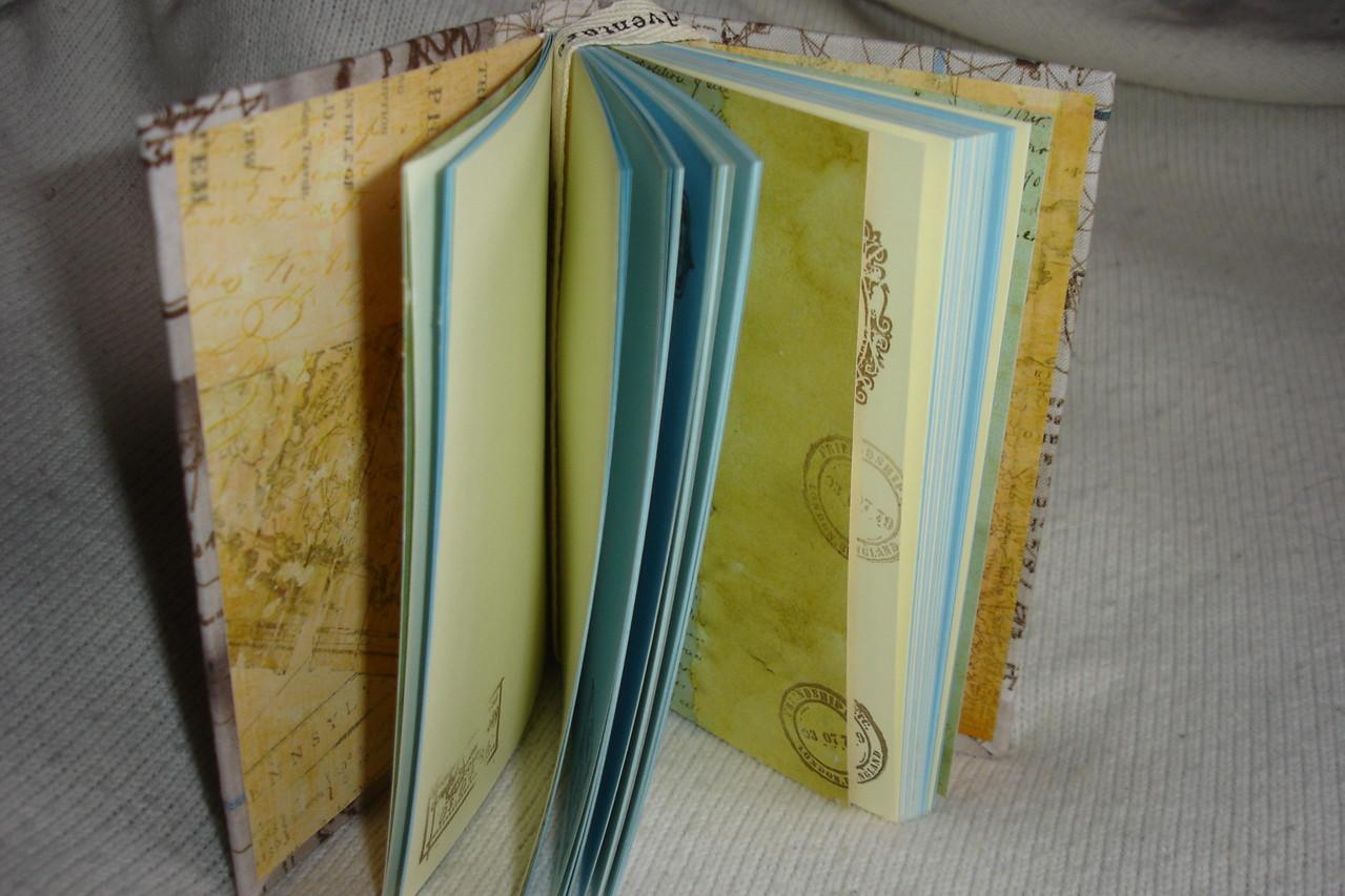 Цветные  проштампованные листы, текстильная закладка, разделители
