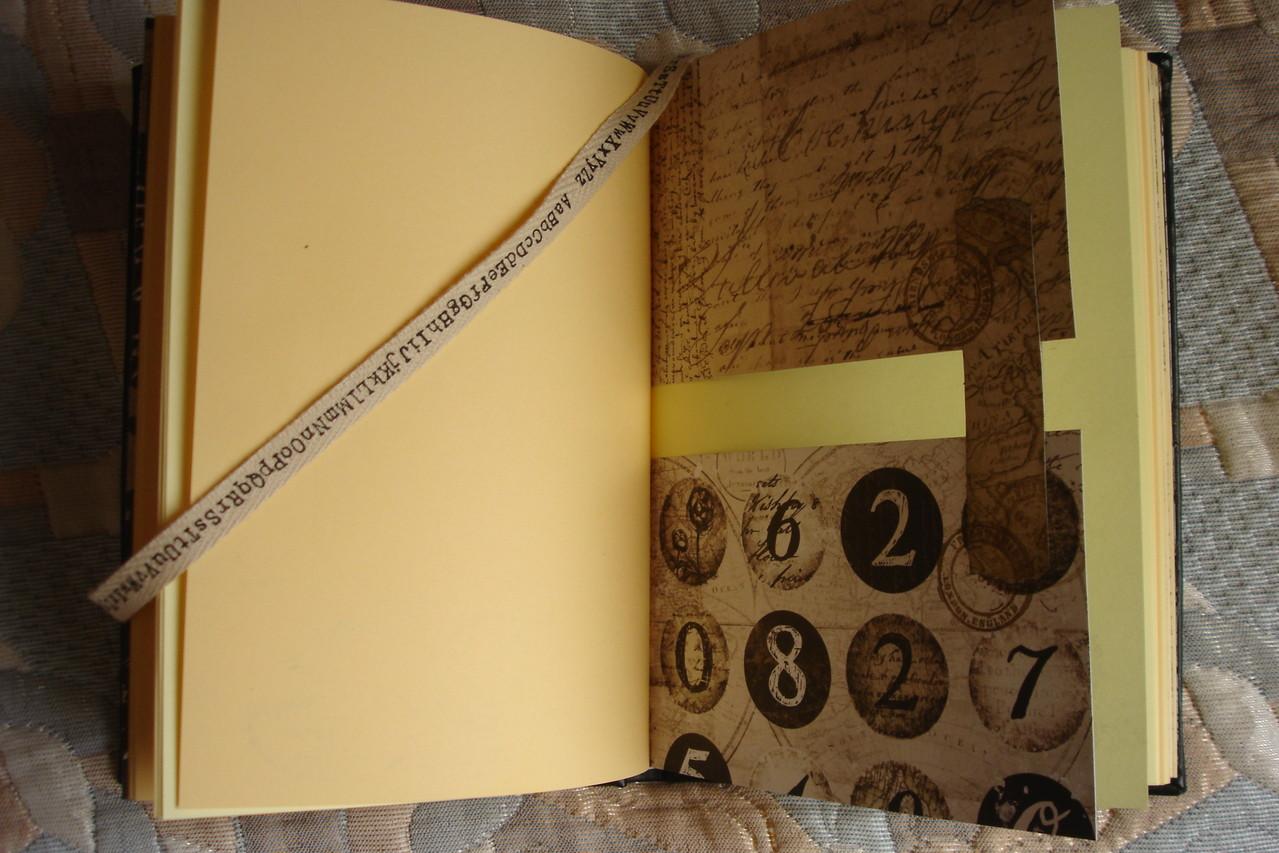 Цветные проштампованные листы, разделители, текстильная закладка