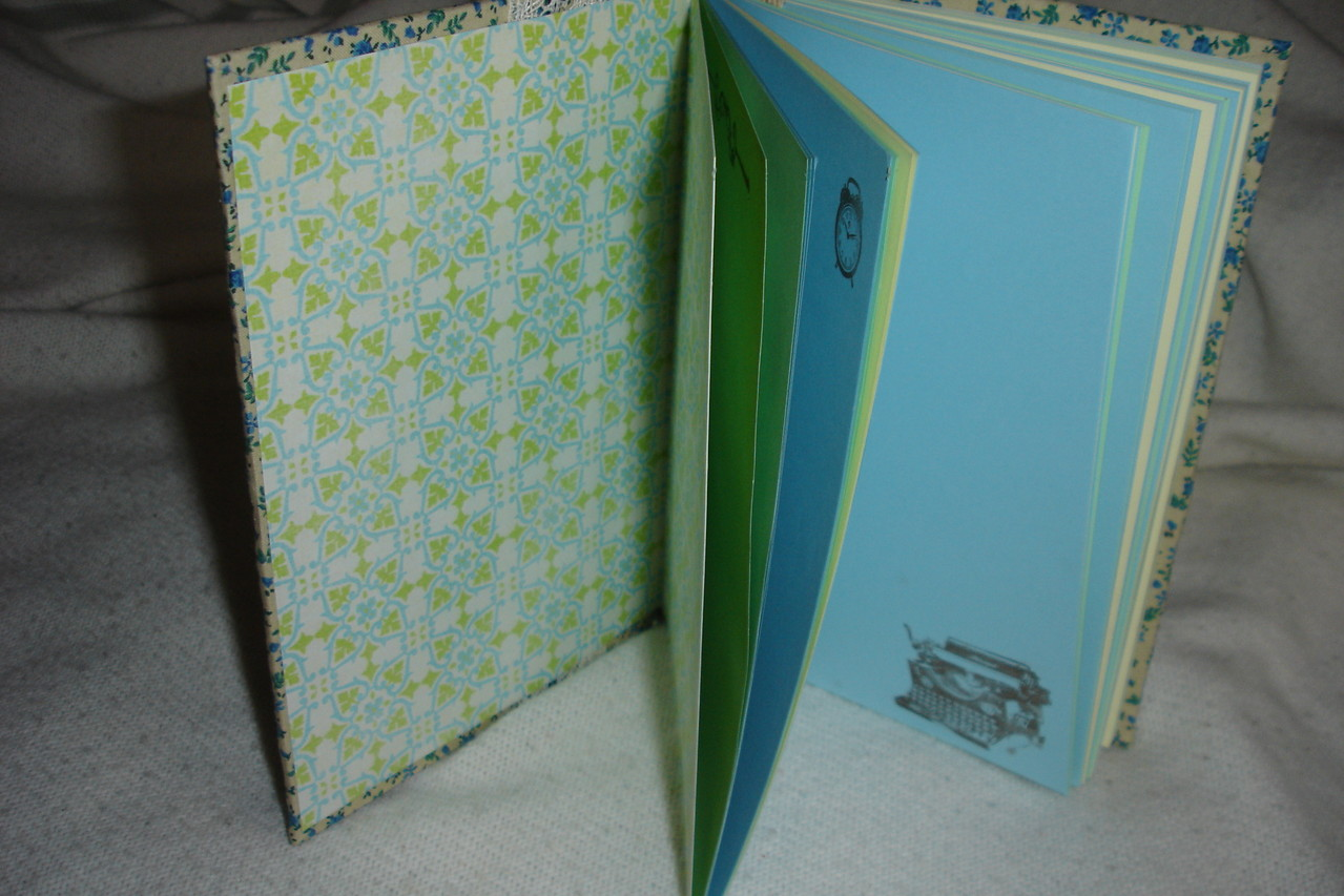 Форзац, цветные проштампованные листы, текстильная закладка