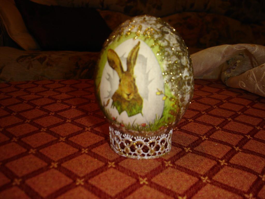 """""""Пасхальное яйцо"""". Декупаж, салфетка, гель с глиттерами, кружево, деревянная заготовка в форме яйца"""