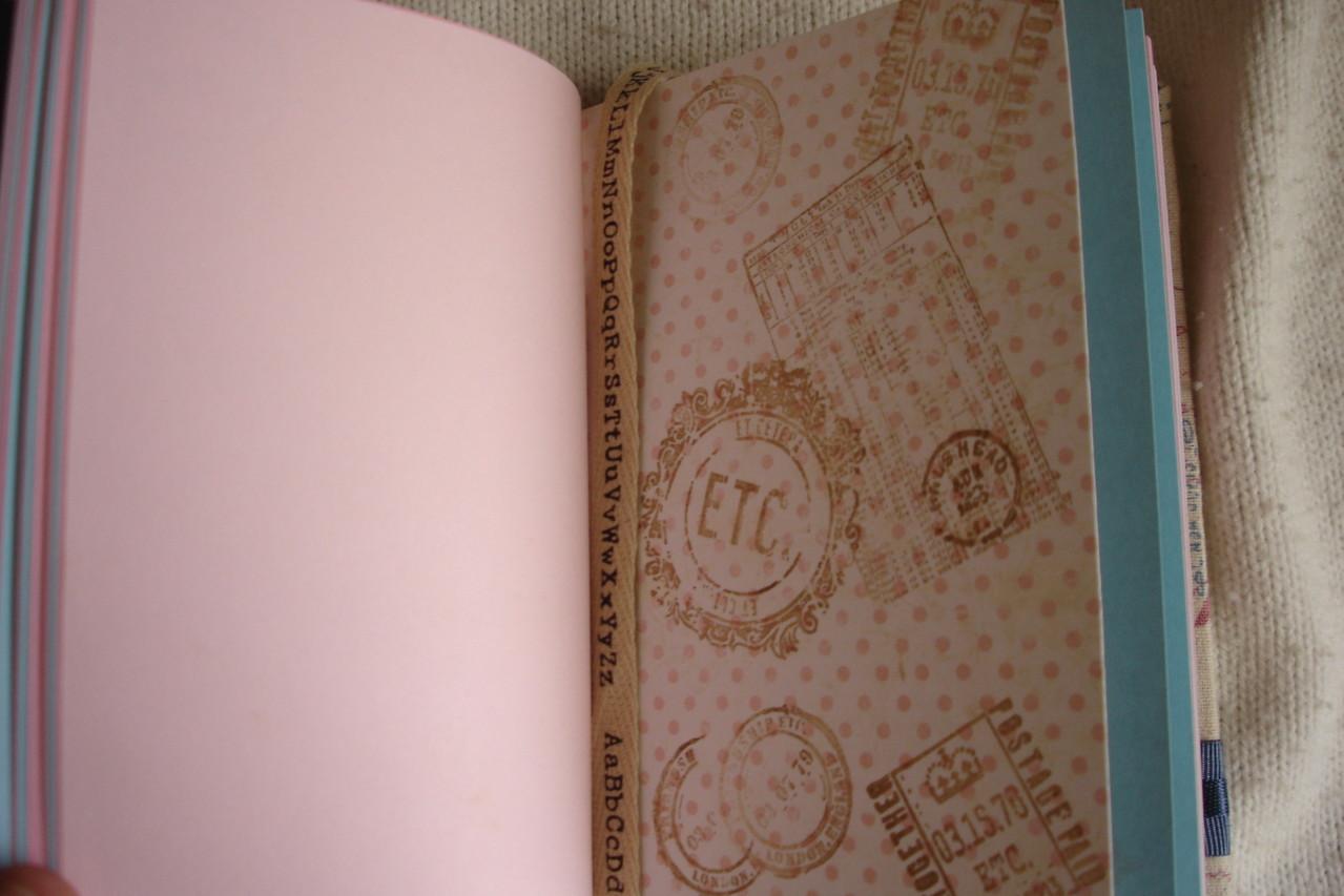 Цветные проштампованные листы, текстильная закладка