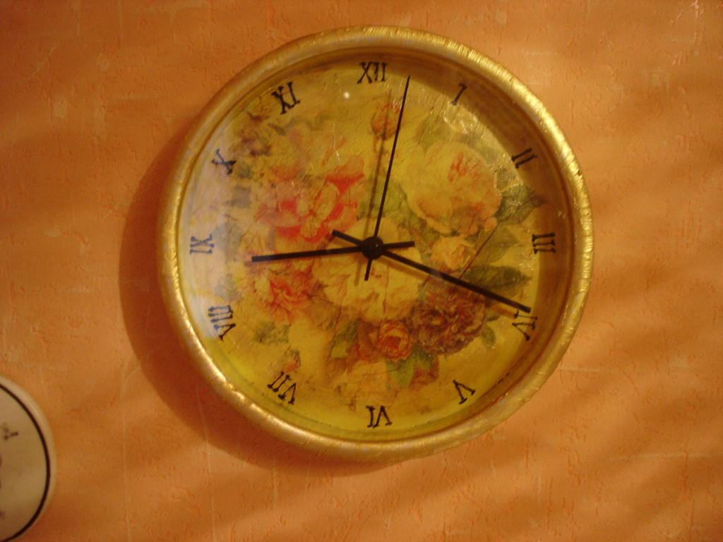 """Часы"". Декупаж салфеткой, двухкомпонентный кракелюр."