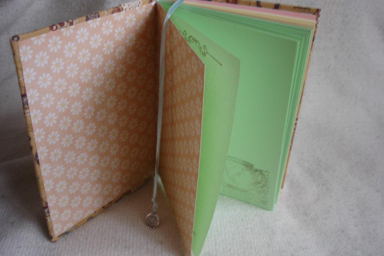 Форзац, цветные листы, разделители, листы проштампованы, закладка с подвеской