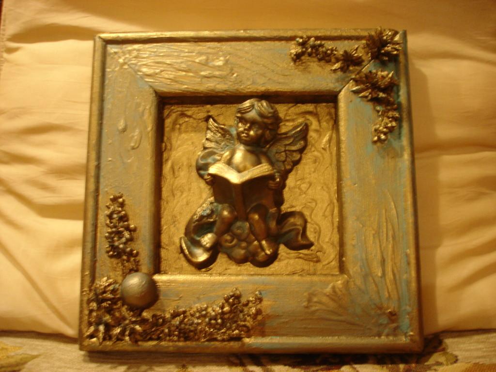 """""""Ангел"""". Деревянная рамка, гипсовая фигурка ангела, сухоцвет, акриловая бронзовая краска, патина"""
