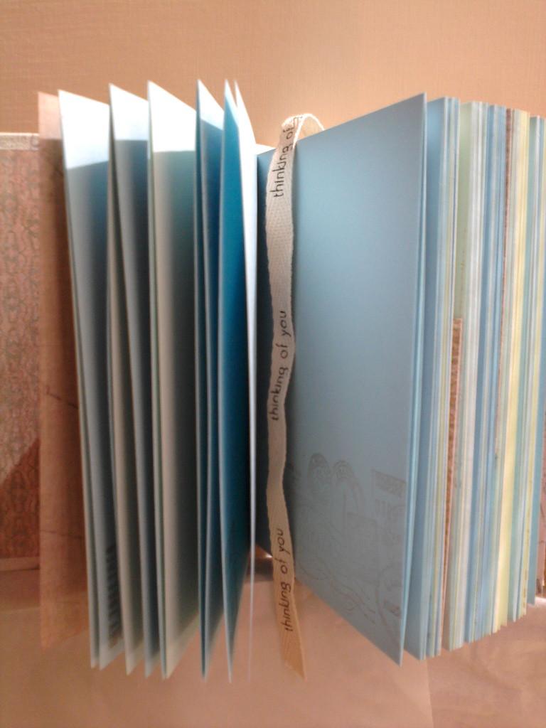 Цветные проштампованные листы, тематические форзацы и разделители