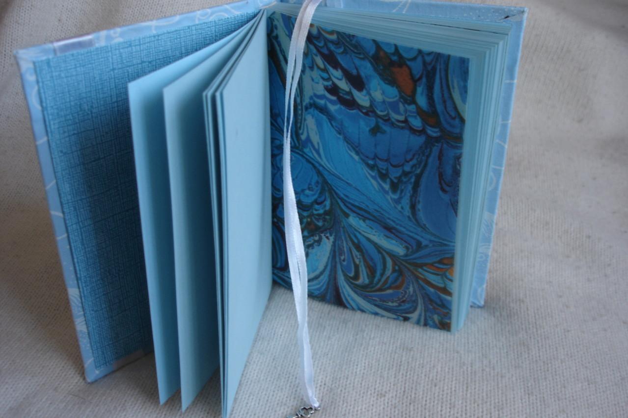 Голубые листы, разделители (калька), закладка - лента с подвеской