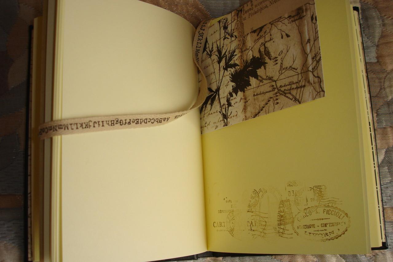 Цветные проштампованные листы, разделители, текстильная обложка