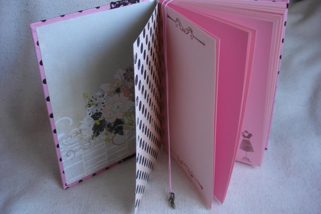 Форзац, розовые проштампованные листы разделители,закладка - шнур с подвеской
