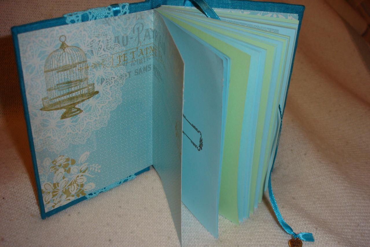 Форзац , цветные проштампованные листы, закладка с подвеской