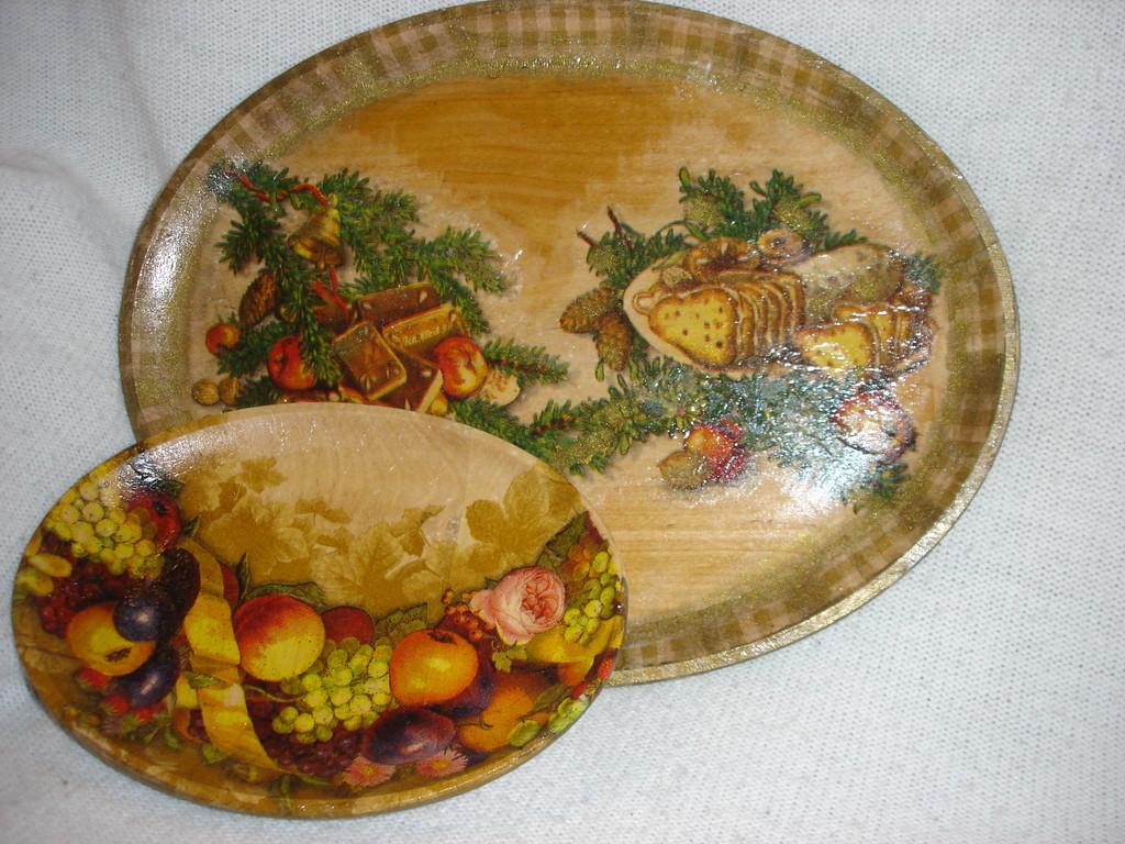 """""""Новогодние тарелки"""". Деревянные заготовки, декупаж, салфетки, акриловый лак"""
