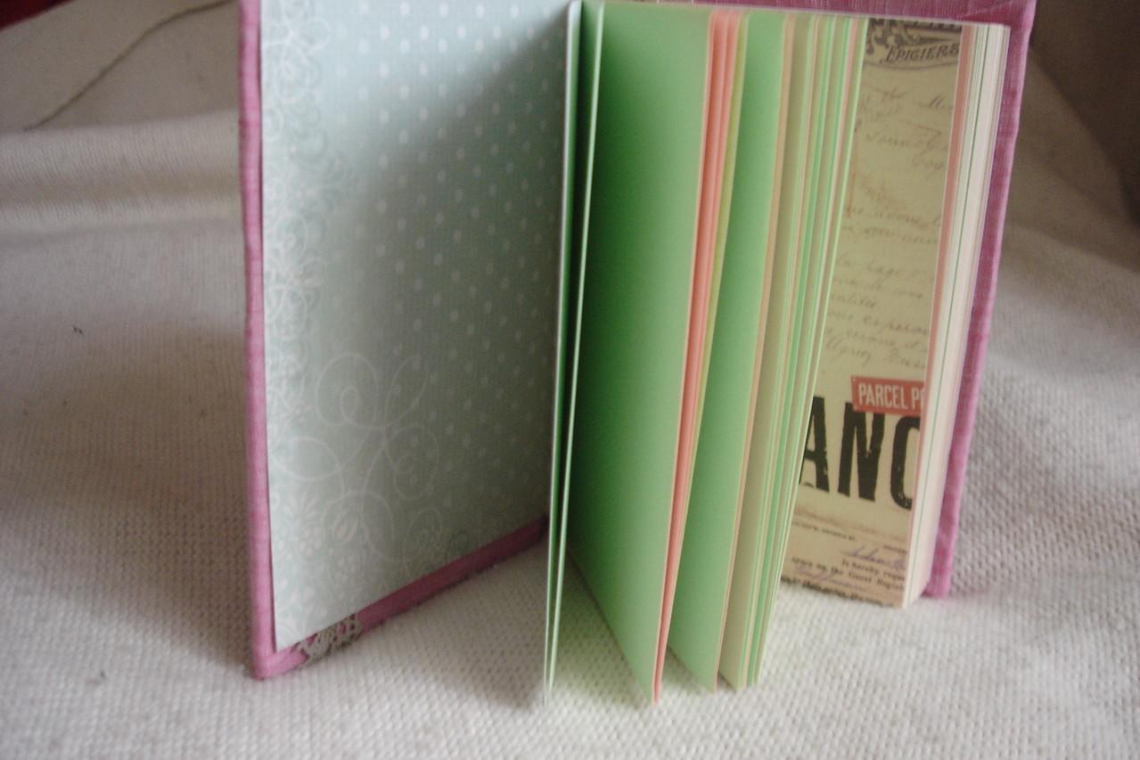 Цветные страницы, выборочно проштампованные, разделители, текстильная закладка