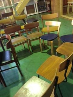 内装はお任せして、私は椅子選び。